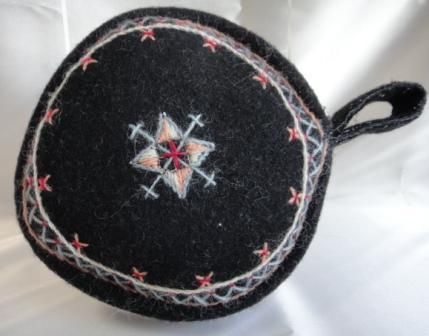 ウール刺繍サークル型ファスナーポーチ