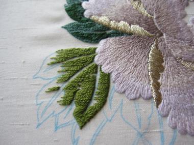 牡丹 葉の刺繍途中①