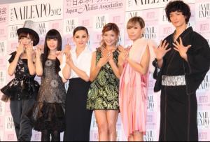 篠田麻里子(AKB48)、栗山千明、夏木マリ、ローラ、蜷川実花、渡部豪太
