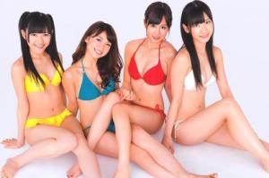 AKB48(渡辺麻友、大島優子、前田敦子、柏木由紀)の水着姿