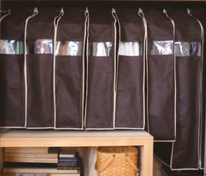 黒の衣類カバー