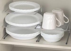 3段ラックタイプを使った、お皿の収納術