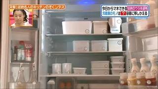 冷蔵庫の中身を白い容器で統一