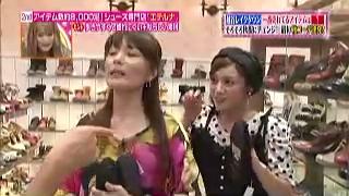平愛梨が、藤井恒久にジェスチャー