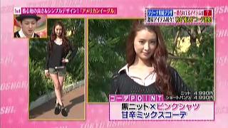黒ニット×ピンクシャツ、甘辛ミックスコーディネート