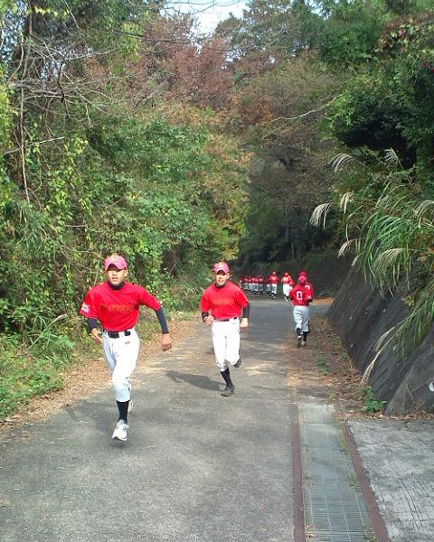 練習試合前のランニング帝京大青山グラウンドにて