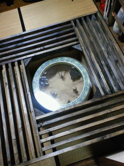 火鉢テーブル塗り