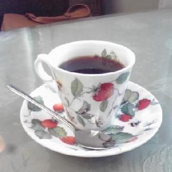 イチゴのカップ&ソーサー