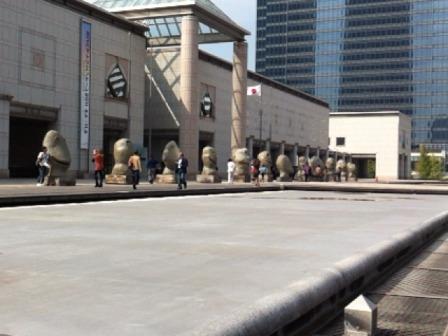 横浜美術館銅像並び