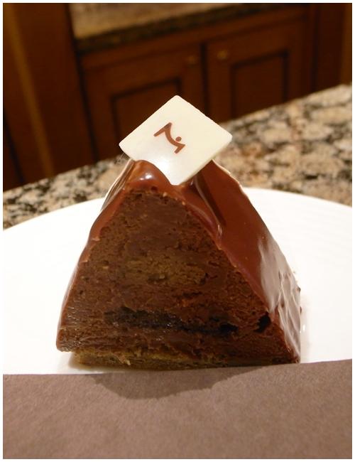 コーヒー味のチョコレートケーキ