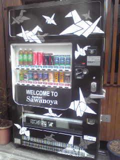 ツル柄の自販機。