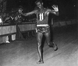 Abebe_Bikila_maratona_olimpica_Roma_1960.jpg