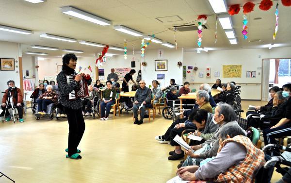 老人介護施設での1回目のステージ