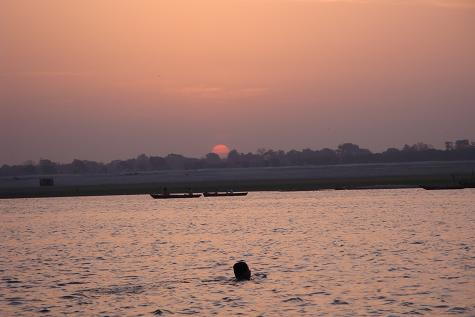 ガンジス川の朝日