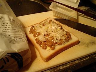 20100609納豆トースト.JPG
