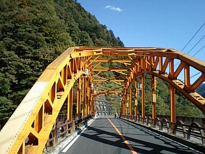 20101106億多摩湖の橋.JPG