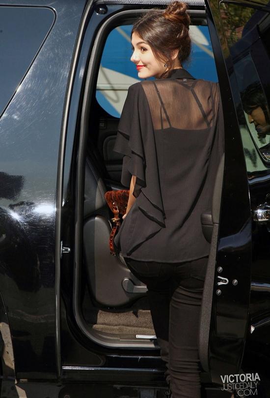 プリティ・イン・ブラック! ヴィクトリア・ジャスティス @ NY ファッションウィーク