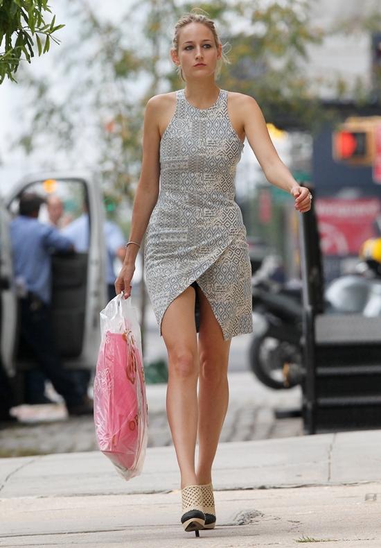 リーリー・ソビエスキー 美脚ドレスでお買い物!