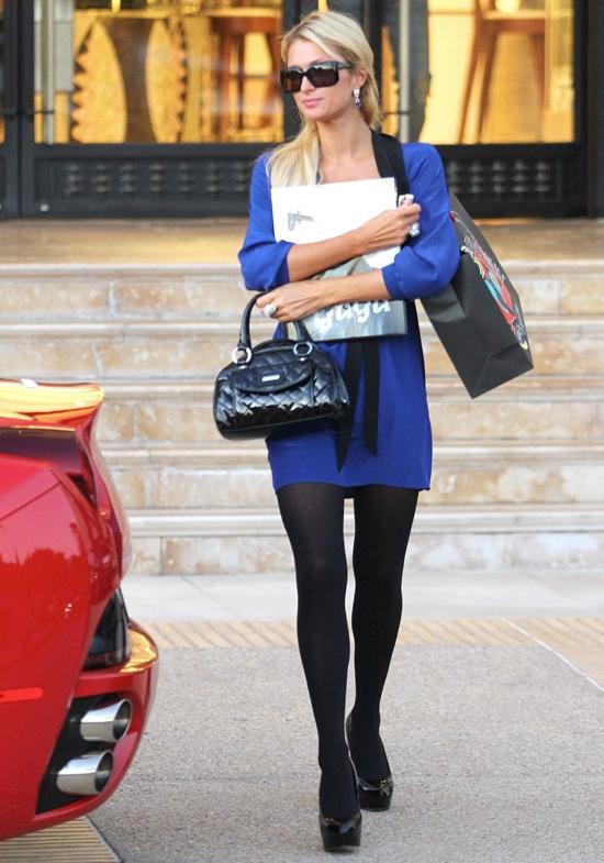おニューのフェラーリでお買い物♪ パリス・ヒルトン最新画像&ファッション
