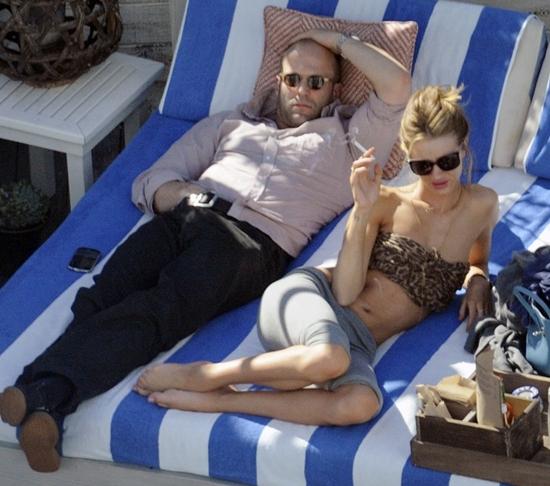 ロージー・ハンティントン・ホワイトリー&ジェイソン・ステイサムがビーチでラブシーン!?