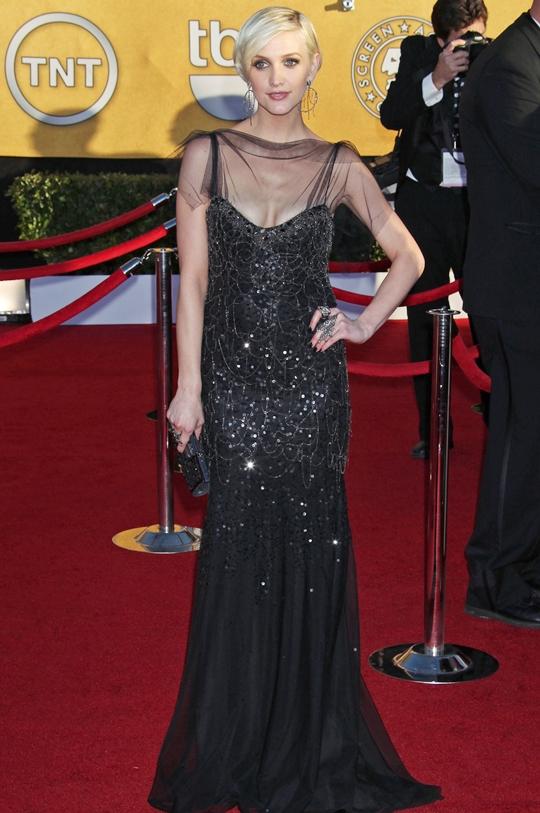 美しいロングドレス姿のアシュリー・シンプソン@SAGアワード