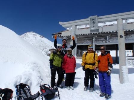 御嶽山スキー(王滝頂上、剣ヶ峰バックに)