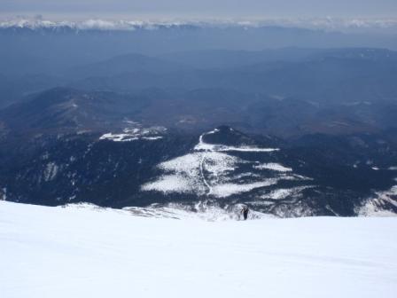 御嶽山スキー(王滝頂上から滑る方向を見る)