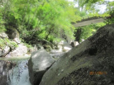 11,9.11阿木川1136目的地林道の橋
