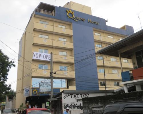 queens hotel open101314