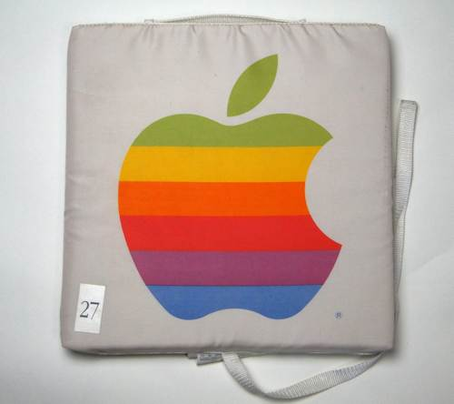Applecushion_01.jpg