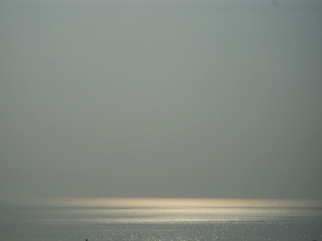 実はこれ、夕日を撮ろうとして失敗した跡だったりして