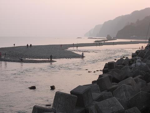 古平川河口 鮭釣り3