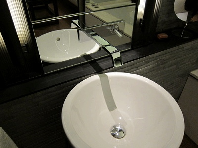 The Puli Hotel and Spa bathroom 2