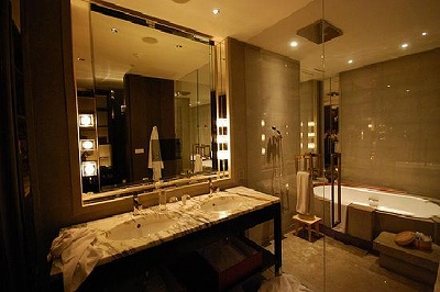 Park Hyatt Shanghai bathroom