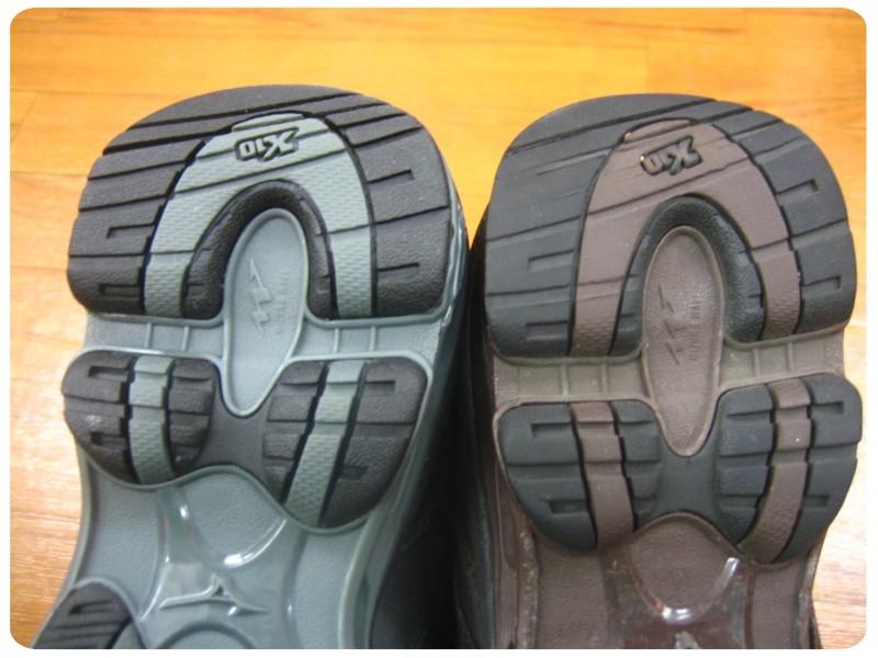 右が一年以上使用している靴の ...