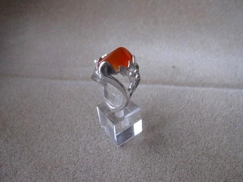 飾り爪と天然石のリング 018