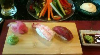 フレンチブルドッグ ママはお寿司すきだもんねー