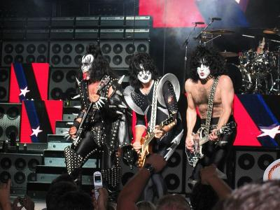 KISS_in_concert_Boston_2004.jpg