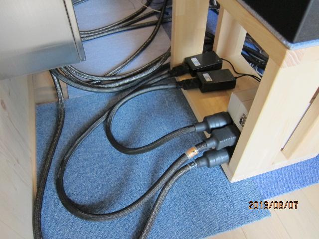 NASの電源ケーブル