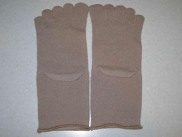 冷えとり靴下の 841(ヤヨイ) シルクインナーソックス 足のかかと側