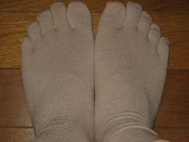 冷えとり靴下の 841(ヤヨイ) シルクインナーソックスを履いたところ