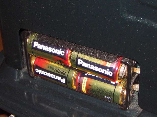 TOYOTOMI トヨトミ 石油ストーブ RS-S23C(B) 単二形乾電池(4個) 本体後側電池ケースにセット