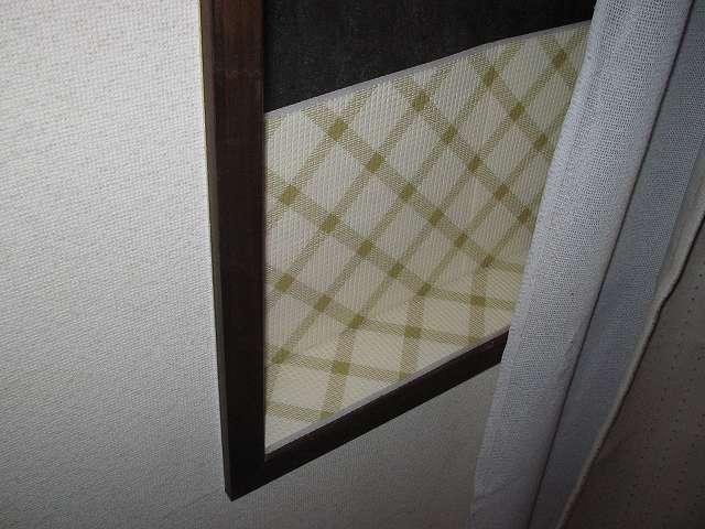 窓枠内に山善(YAMAZEN) 窓際あったかボードを設置 サイズ M (40×205cm) MB-425M