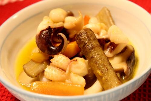 イカゲソと根菜のアヒージョ
