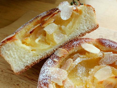 13.05.12アップルチーズケーキパン_クラム