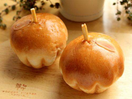 13.06.09キャラメルりんごパン