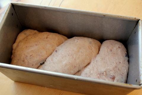 13.09.21あずきミルク食パン_成形