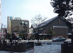 芝生と金澤教会