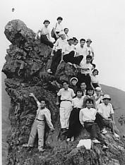 金大合唱団・鳶岩に登る