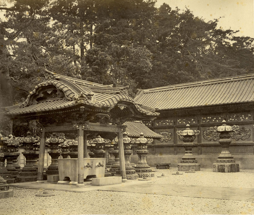 文昭院霊廟水盤舎(フェリーチェ・ベアト撮影)